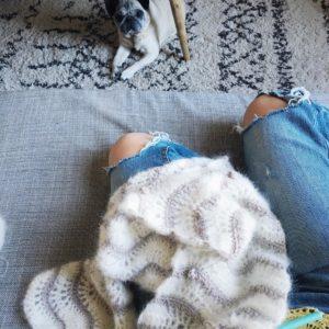 Crocheter sous haute surveillance crochet DIY