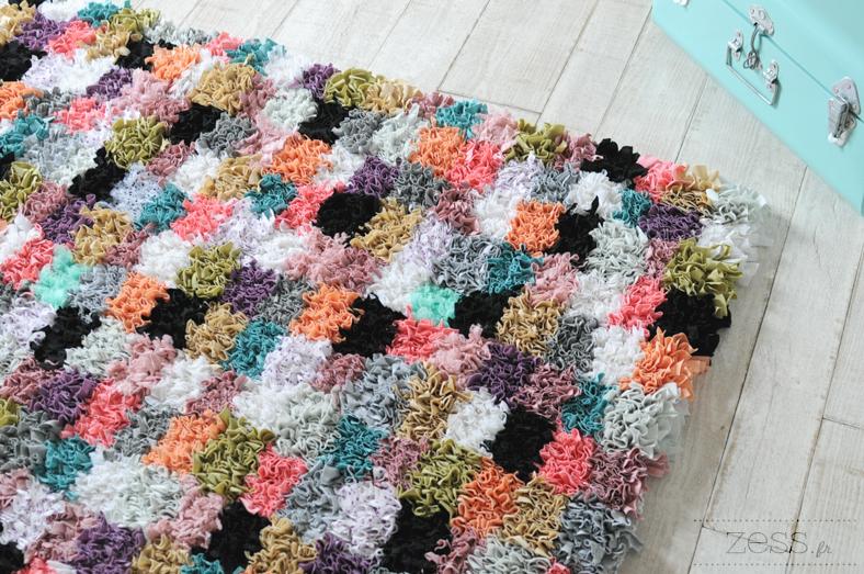 Tuto Tapis Awesome Et Ensuite On Noue Avec Un Crochet Pour Tapis