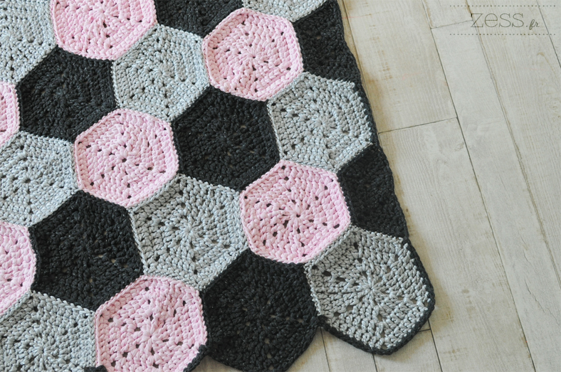 tuto tapis motif hexagone au crochet lifestyle mode d co maman diy. Black Bedroom Furniture Sets. Home Design Ideas