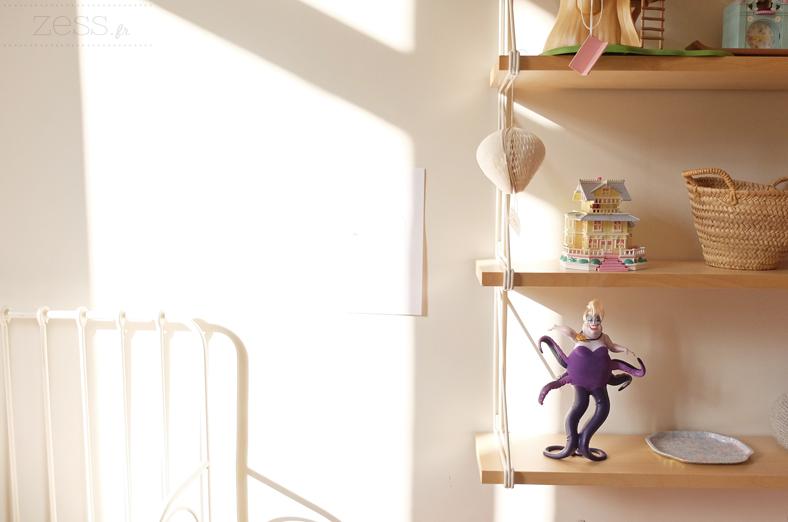 chambre enfant fille étagère jouet vintage