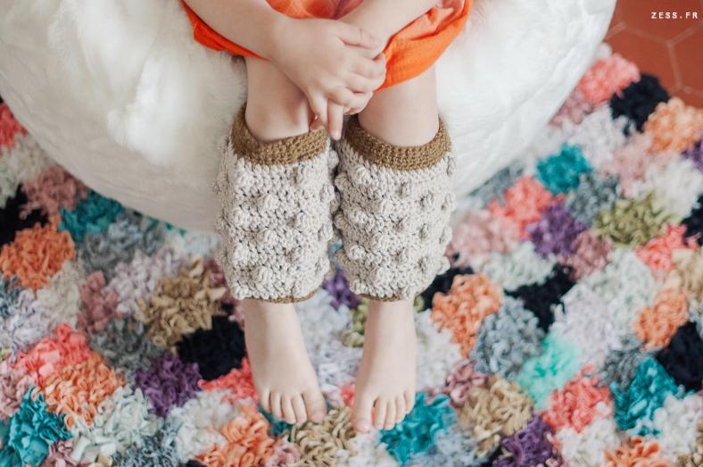 mini dressing au crochet pour enfants : jambière à nopes
