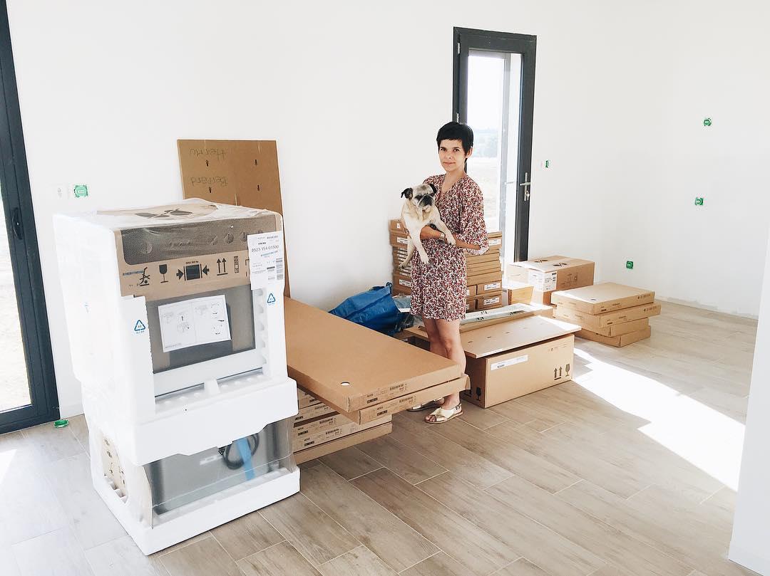 Installation cuisine Ikea. Alors blanc sans poignets ou noir mat à votre avis ? Siouspensss ! #ikeafrance