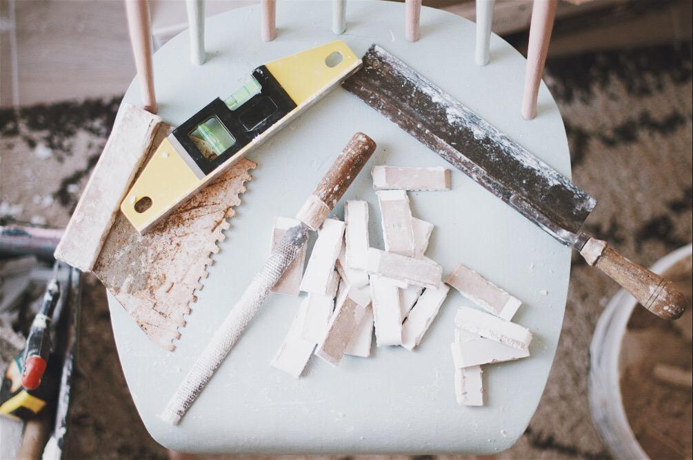 materiel pose brique parement platre blanche