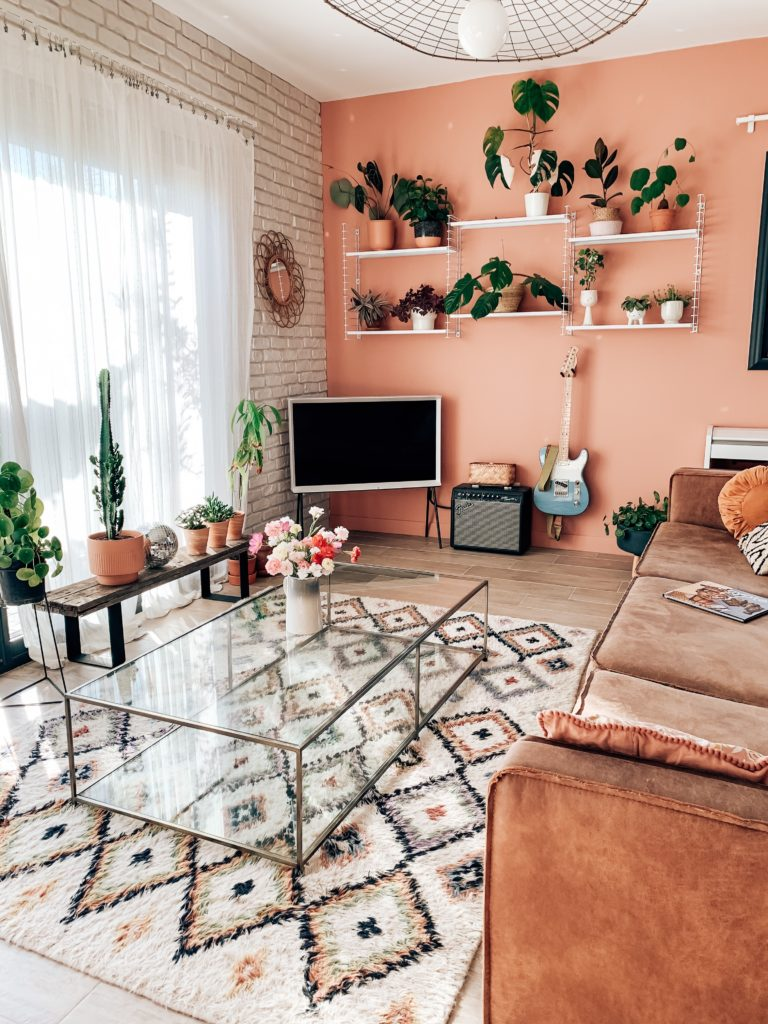 un mur rose deco salon
