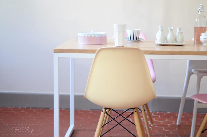 bon plan eames chaise rose
