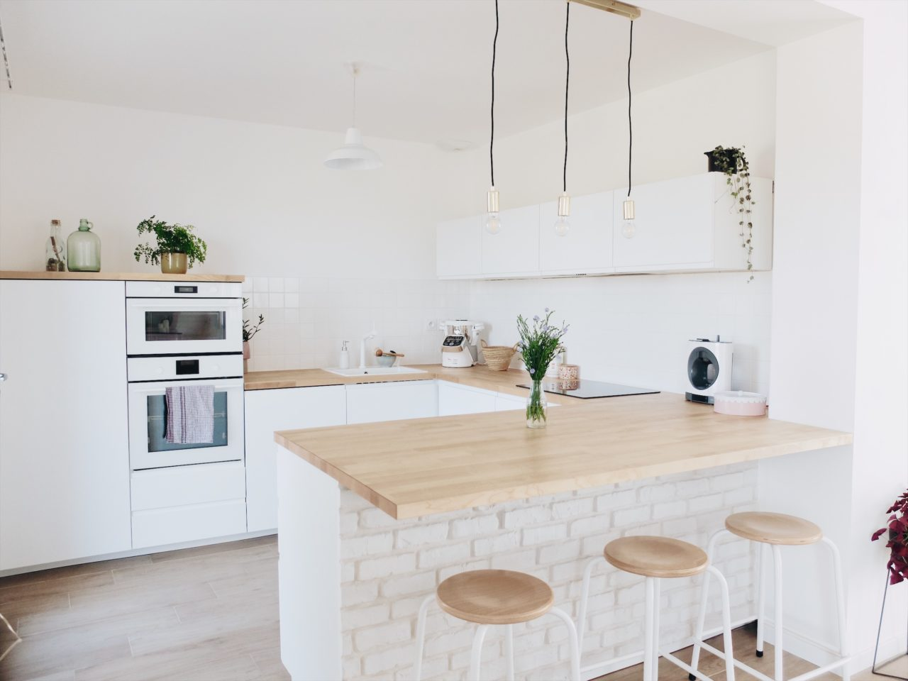 Colle Pour Plan De Travail Cuisine construction maison : notre cuisine blanche et épurée (avis