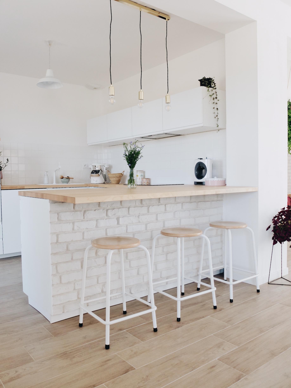Difference Blanc Brillant Et Blanc Laqué construction maison : notre cuisine blanche et épurée (avis