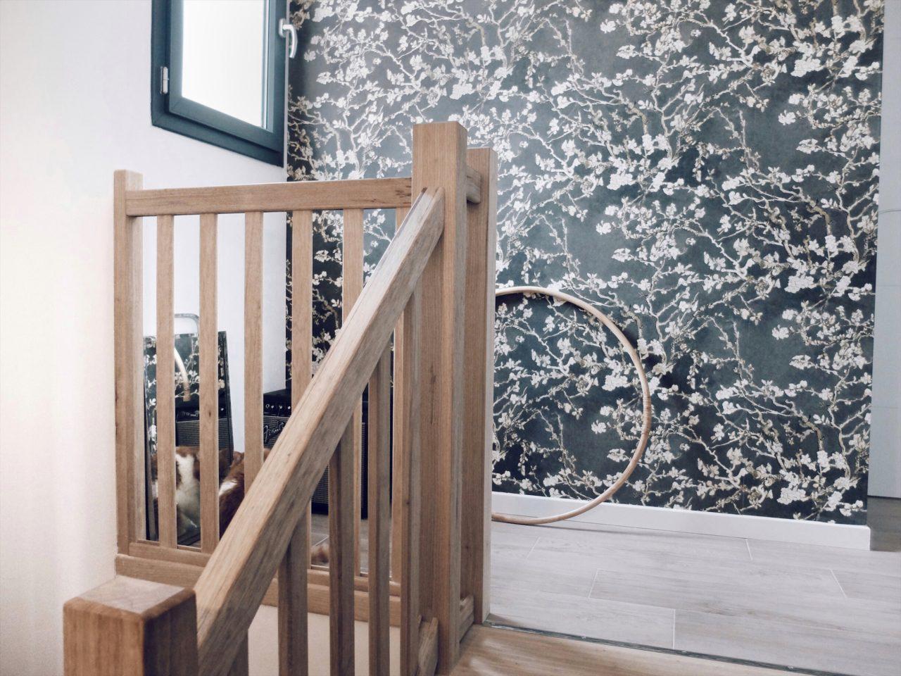 déco escalier peinture soubassement bleu foncé